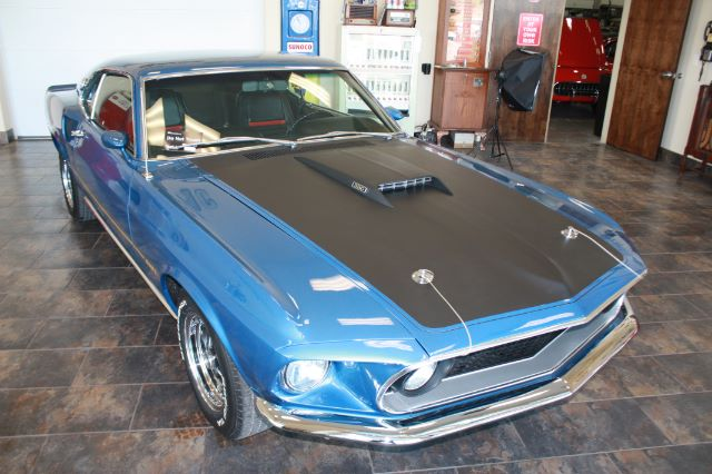 1969 Ford Mustang blue_17