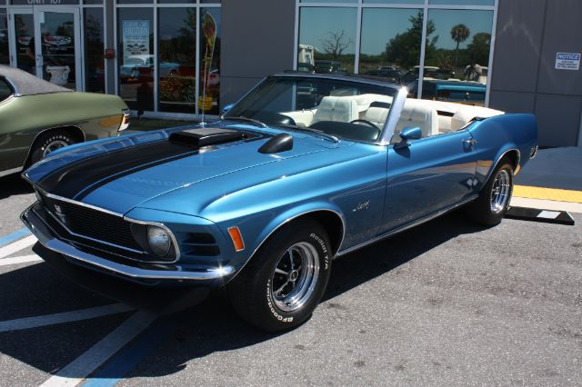 1970 Ford Mustang Convertible blue vintage-21